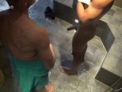 Basti und Leo shower